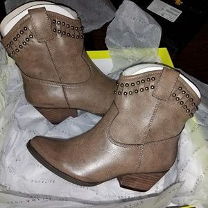 woman western boots